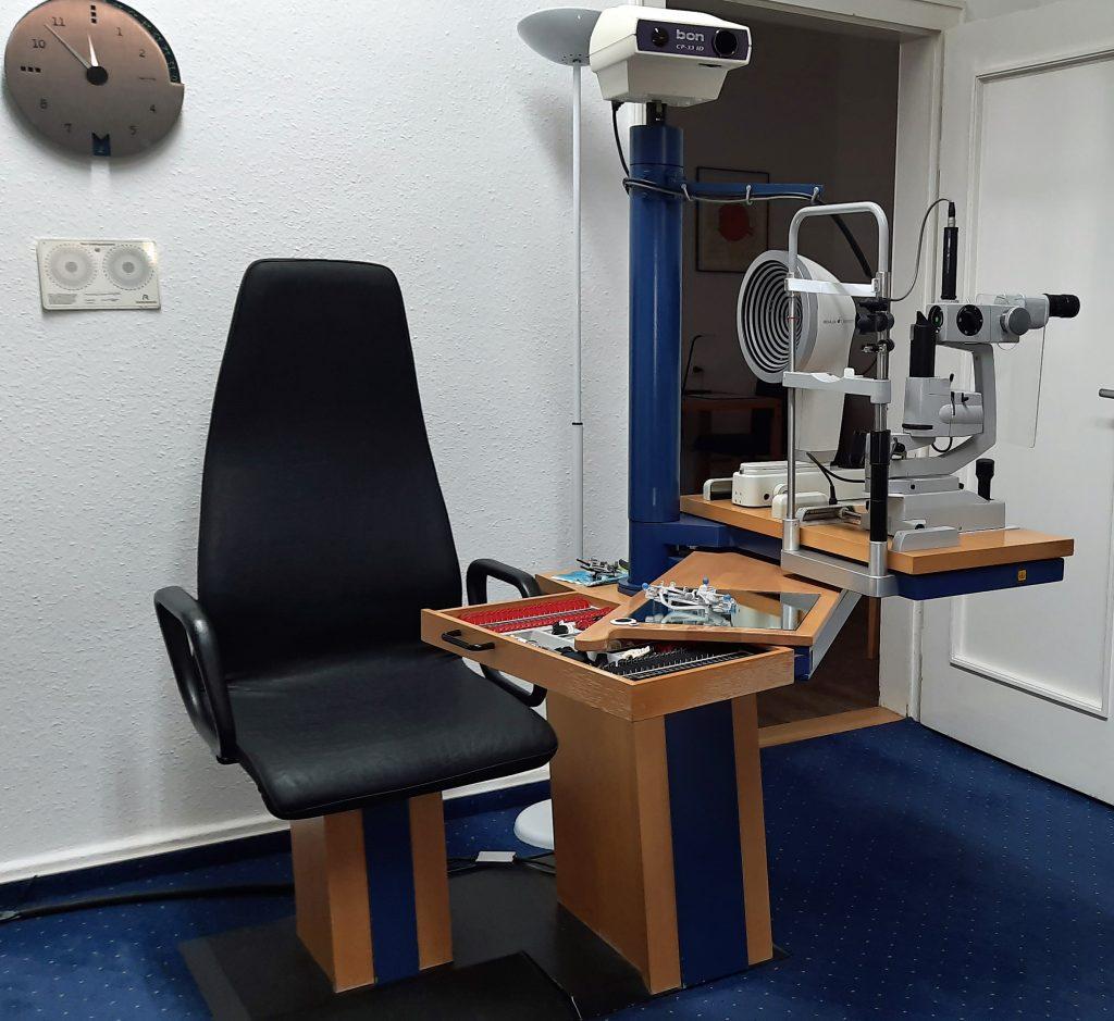 Anpasseinheit mit Biomikroskop und Topograph